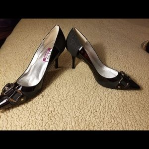 Guess Shoes - NEW!! Guess 7M  Black pumps w/silver buckle